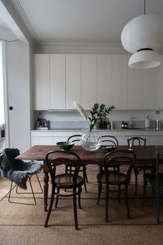Modern Home Decor Kitchen Home Decor Kitchen, Interior Design Kitchen, Home Kitchens, Interior Decorating, Dining Room Wall Decor, Dining Room Design, Dining Room Furniture, Room Decor, Cuisines Design