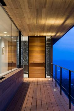 玄関_夕景: 城戸崎建築研究室 / KIDOSAKI ARCHITECTS STUDIOが手掛けた家です。