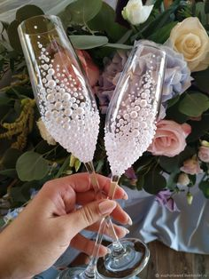 For see more of fitness life images visit us on our website ! Bride And Groom Glasses, Wedding Wine Glasses, Diy Wine Glasses, Decorated Wine Glasses, Wedding Champagne Flutes, Painted Wine Glasses, Wedding Cups, Wedding Gifts, Diy Wedding Decorations