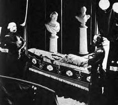 Lincoln's Funeral - Bing Images  This reported to be the only photograph of Lincoln's open casket showing the body and a view of his face.
