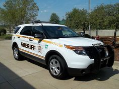 Ford Interceptor SUV - Sheriff Just like mine, except mine has some green on it too! Ford Police, Police Cars, Police Officer, Car Ford, Ford Trucks, Radios, Joining The Police, Police Life, Chevy Van