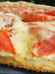 Tarte au thon , tomates, mozzarella, pâte brisée au piment d'espelette