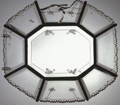 Azafate ochavado Principio del siglo XVII. Cobre dorado, Cristal de roca / cuarzo hialino, Latón, 10,2 x 34,1 cm.
