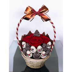 Red Chocolate, Chocolate Bouquet, Chocolate Strawberries, Chocolate Covered Strawberries, Chocolate Dipped, Candy Bouquet Diy, Food Bouquet, Edible Fruit Arrangements, Strawberry Flower