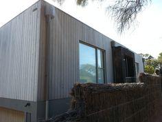 Weathertex weathergroove left to grey off - blairgowrie. Tiny House Exterior, Grey Exterior, Exterior Design, House Exteriors, House Cladding, Timber Cladding, Exterior Cladding, Tiny House Trailer, Tiny House Plans