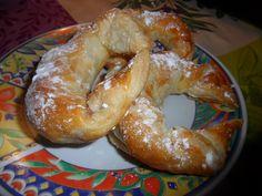 Croissants de hojaldre rellenos de chocolate. Ver la receta http://www.mis-recetas.org/recetas/show/41498-croissants-de-hojaldre-rellenos-de-chocolate