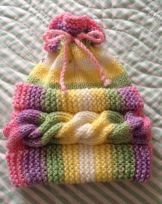 This Pin Was Discovered By Col - Marecipe Baby Knitting Patterns, Baby Sweater Knitting Pattern, Baby Girl Patterns, Baby Hats Knitting, Loom Knitting, Knitting Stitches, Knitting Designs, Knitted Hats, Crochet Patterns