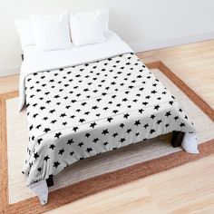 Simple and elegant comforter with starts motiff
