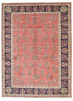 Disse teppene knyttes i et stort område rundt byen Sarough i vestre del av Persia. Teppene er ofte røde eller blå, og produseres i en lang rekke ulike mønstre, men har ofte en sentralt plassert medaljong og en tydelig definert ramme.