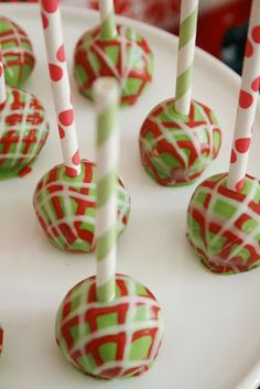 Ugly sweater Christmas party First I saw they pic and I already wanted to make cake pops for the party but then I read the caption and got a WHOLE new idea! Tacky Christmas Party, Christmas Cake Pops, Tacky Christmas Sweater, Christmas Party Themes, Ugly Sweater Party, Christmas In July, Christmas Goodies, Christmas Treats, Holiday Treats