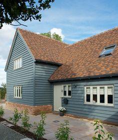 Ideas For Exterior Wood Cladding Facades Front Doors Bungalow Exterior, Cottage Exterior, House Paint Exterior, Exterior House Colors, Exterior Design, Interior And Exterior, Grey Exterior, Wood Cladding Exterior, House Cladding