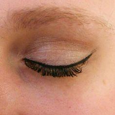 Makeup sencillo ideal para el día día con eyeliner marcado