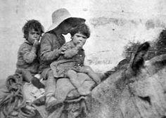 Spain - 1937. - GC - Malaga - Norman Bethune, más de cinco mil niños desarrapados y hambrientos iban en la caravana.