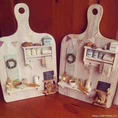 Fleischbrett Upcycled Crafts - Die Besten Upcycling Ideen - The Dallas Media Vitrine Miniature, Miniature Rooms, Miniature Crafts, Miniature Houses, Miniature Furniture, Dollhouse Furniture, Miniature Kitchen, Mini Kitchen, Miniature Tutorials