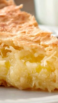 French Coconut Pie (Trisha Yearwood Recipe) - Bunny's Warm Oven French Coconut Pie (Trisha Yearwood Recipe) - Use three eggs Tricia Yearwood Recipes, Trisha Yearwood, Köstliche Desserts, Delicious Desserts, Dessert Recipes, French Desserts, French Recipes, Plated Desserts, Yummy Treats