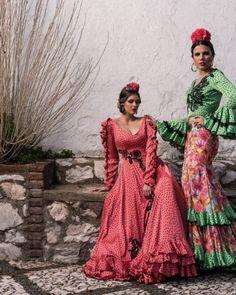 Colección 2018 - Manuela Macías Moda Flamenca Flamenco Skirt, Spanish Fashion, Belly Dance, Clothing Patterns, Cape, Polka Dots, Fashion Outfits, Princess, Skirts