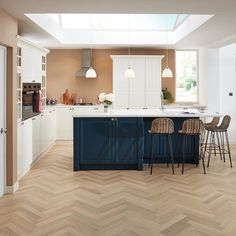 Karndean's Art Select Mountain Oak is subtle and unassuming in gentle pastel shades of pinky-creams and grey-browns. Karndean Flooring, Vinyl Flooring, Cream And Grey Kitchen, Kitchen Room Design, Kitchen Ideas, Kitchen Diner Extension, Kitchen Modular, French Oak, Kitchen Flooring
