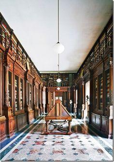 Candida Höfer - Biblioteca Nazionale Vittorio Emanuele III, Biblioteca Lucchesi Palli-Grande Sala