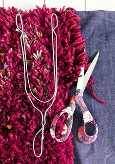 kuva Denim Crafts, Yarn Crafts, Diy And Crafts, Boho Cushions, Diy Pillows, Sewing Accessories, Fabric Manipulation, Diy Embroidery, Creations