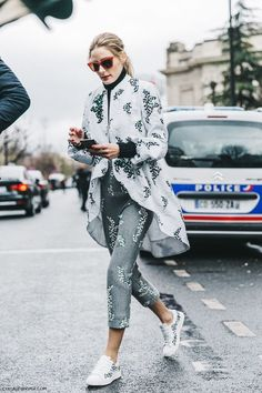 Olivia Palermo attends the Moncler Gamme Rouge Show - Paris Fashion Week Womenswear Spring/Summer 2016 Street Style Chic, Style Désinvolte Chic, Street Style 2016, Looks Street Style, Mode Style, Her Style, Style Olivia Palermo, Olivia Palermo Lookbook, Looks Chic
