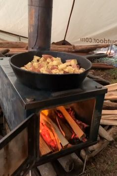 Backpacking Tent, Camping And Hiking, Camping Meals, Tent Camping, Winter Camping, Camping Life, Camping Hacks, Glamping, Outdoor Wood Fireplace