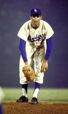 Southpaw Sandy Koufax of the Los Angeles Dodgers won Cy Young awards as best National League pitcher in 1965 and One of my boyhood heroes! Baseball Star, Dodgers Baseball, Sports Baseball, Baseball Players, Ny Yankees, Baseball Cards, Baseball Wall, Pirates Baseball, Angels Baseball
