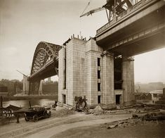 Construction of the Tyne Bridge Towers Bridge Construction, Under Construction, Newcastle Gateshead, Newcastle England, Assistant Engineer, Middlesbrough, Military Photos, Local History, Sydney Harbour Bridge