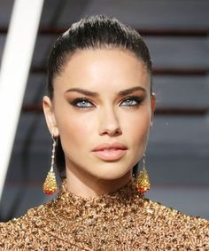 Makeup specifically 7 Adriana Lima Eye Makeup is a fantastic means of highlighting one's attributes. Makeup works in two directions. On one hand it aids in hiding your blemishes while on the other hand it can stress your toughness. Adriana Lima 2017, Adriana Lima Makeup, Adriana Lima Face, Adriana Lima Style, Eye Makeup, Hair Makeup, Witch Makeup, Clown Makeup, Costume Makeup