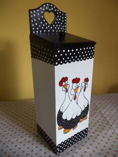 Cris Artes – Keep up with the times. Home Crafts, Diy And Crafts, Wood Projects, Projects To Try, Decoupage Box, Tea Box, Wooden Crafts, Hens, Wooden Boxes