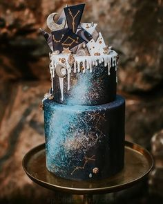 Cosmic Love: Celestial Wedding Ideas for Festival Season - Hochzeit Galaxy Wedding, Moon Wedding, Celestial Wedding, Star Wedding, Wedding White, Floral Wedding, Dream Wedding, Themed Wedding Cakes, Cool Wedding Cakes