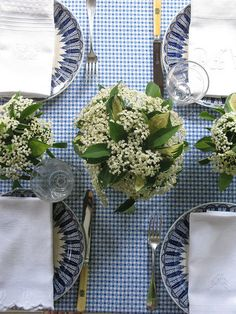 love everything except the tablecloth....doesn't quite fit