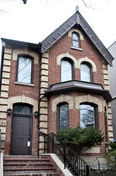 https://flic.kr/p/9J928D   107. Hazelton Avenue   © Billy Wilson 2011   A house on Hazelton Avenue in Yorkville, Toronto.  The Toronto Project: Hi Flickr, I have been busy finishing my degree, and now I'm done!! I have finally completed my bachelor's in biology and chemistry. I just returned from a trip to Toronto. I have taken a fascination with the city in many ways and I had a list of things to do and experience there. In my three full days of staying there and shooting I experienced a…
