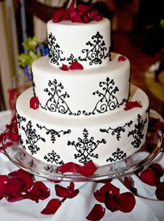 This would totally be Delena's wedding cake. Romantic, bold and classic.