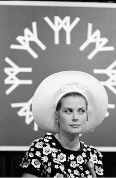 Princess Grace of Monaco (the former Grace Kelly) attending Expo 67 in Montreal, Quebec in Expo 67 Montreal, Montreal Ville, Montreal Quebec, Princess Grace Kelly, Princess Caroline Of Monaco, Timeless Beauty, Classic Beauty, Caroline Von Hannover, Monte Carlo