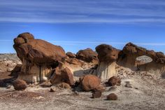Discover Bisti Badlands in Farmington, New Mexico: Seemingly grown on some other world, these New Mexico rock formations look like a disused science fiction set. Travel New Mexico, New Mexico Usa, Mexico Honeymoon, Land Of Enchantment, Wilderness, State Parks, Places To See, Beautiful Places, Amazing Places