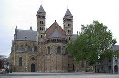 DeSint-Servaasbasiliek(Limburgs:Sintervaosbasiliek, of kortwegSintervaos) is eenkerkgebouwin het historische centrum vanMaastricht, gelegen tussen drie pleinen: hetVrijthof, hetKeizer Karelpleinen hetHenric van Veldekeplein. De kerk is, naar men aanneemt, gebouwd op het graf vanSint-Servaasen wordt beschouwd als de oudste nog bestaande kerk van Nederland.
