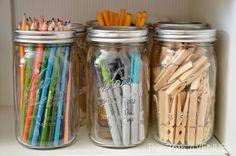 Organizing with mason jars - great for office supplies, crafts, desk stuff, etc. I love mason jars! Uses For Mason Jars, Mason Jar Crafts, Mason Jar Diy, Craft Room Storage, Craft Organization, Organizing Crafts, Storage Jars, Office Storage, Diy Crafts