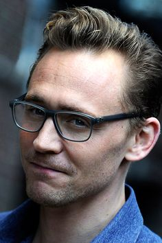 """Tom Hiddleston arriving at """"The Late Show With Stephen Colbert"""" taping at the Ed Sullivan Theater on October 16, 2015 in New York City. Full size image: http://ww1.sinaimg.cn/large/6e14d388gw1ex4padlyopj21kw11xwps.jpg Source: Torrilla, Weibo"""