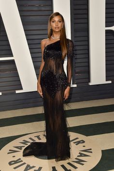 Model Jasmine Tookes attends the 2017 Vanity Fair Oscar Party hosted by Graydon Carter at Wallis Annenberg Center for the Performing Arts on February 2017 in Beverly Hills, California. Elegant Dresses, Sexy Dresses, Fashion Dresses, Prom Dresses, Formal Dresses, Style Couture, Couture Fashion, Jasmin Tookes, Vanity Fair Oscar Party