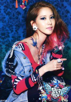 brown to pink. Kim Hyoyeon, Yoona Snsd, Sooyoung, Kpop Girl Groups, Korean Girl Groups, Kpop Girls, Sistar, K Idol, Girl Day