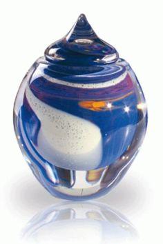 Urn van glas met het as erin.