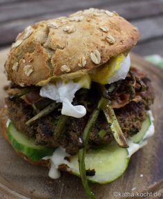 Burger_mit_Spargel_und_pochiertem_Ei_ (16)