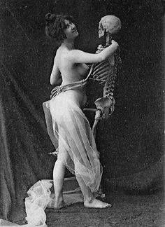Shall we dance? Antique Photos, Old Photos, Vintage Photos, Halloween Skeletons, Creepy Halloween, Vintage Halloween Photos, Pale Horse, Dark Fairytale, Shall We Dance