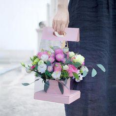 Flower Shop Decor, Paper Flower Decor, Flower Crafts, Flower Decorations, Diy Flower Boxes, Flower Box Gift, Flower Bag, Edible Bouquets, Valentines Balloons