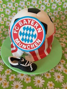 noch eine FC Bayern-Torte - Carlottas Backwahn Munich, Cake Decorating Designs, Happy Birthday, Birthday Cake, Mole, Mini Cakes, Birthdays, Food And Drink, Baking