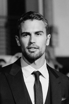Yahoo Style chats with English actor Theo James — best known for his roles in the Divergent series alongside Shailene Woodley. Colin Firth, Brat Pitt, Divergent Theo James, Divergent Series, Max Riemelt, Pretty People, Beautiful People, Theodore James, James 3