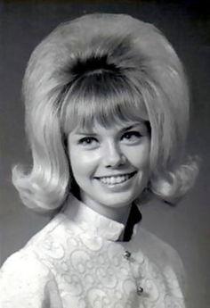 Resultado de imagem para bouffant hairstyles 1960s