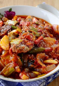 SARDINE TUMIS CILI PADI BERAPI... - Dapur Tanpa Sempadan Chicken Foil Packets, Asian Recipes, Ethnic Recipes, Seafood Dishes, Prawn, Ratatouille, Chili, Food And Drink, Soup