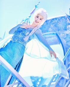 Elsa Frozen Cosplay, Elsa Cosplay, Disney Cosplay, Disney Costumes, Disney Dream, Disney Magic, Disney Frozen, Walt Disney Pictures Movies, Disney Films