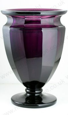 ANTIQUE GLASS: c.1910 MOSER FACET CUT AMETHYST CRYSTAL VASE. To visit my website click here: http://www.richardhoppe.co.uk or for help or information email us here: info@richardhoppe.co.uk